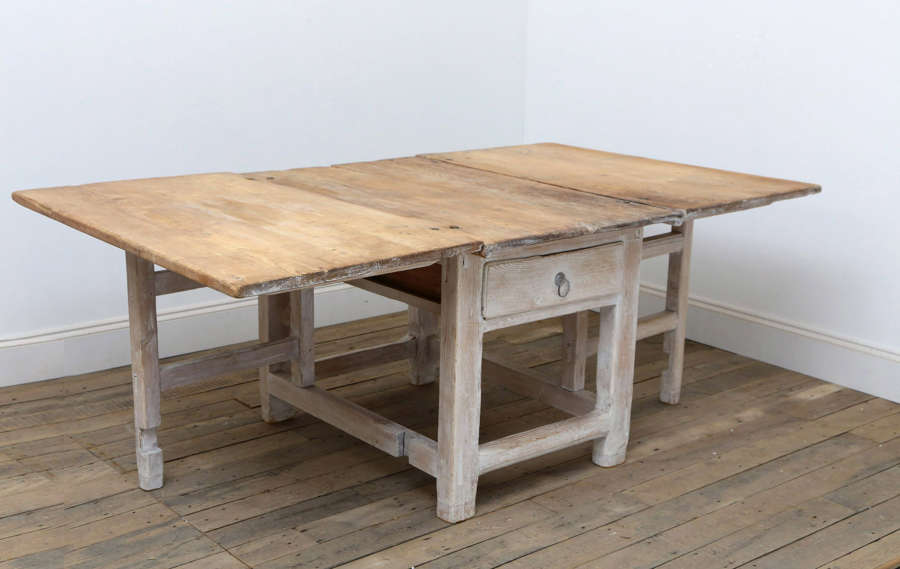 18th century Swedish pine gateleg table